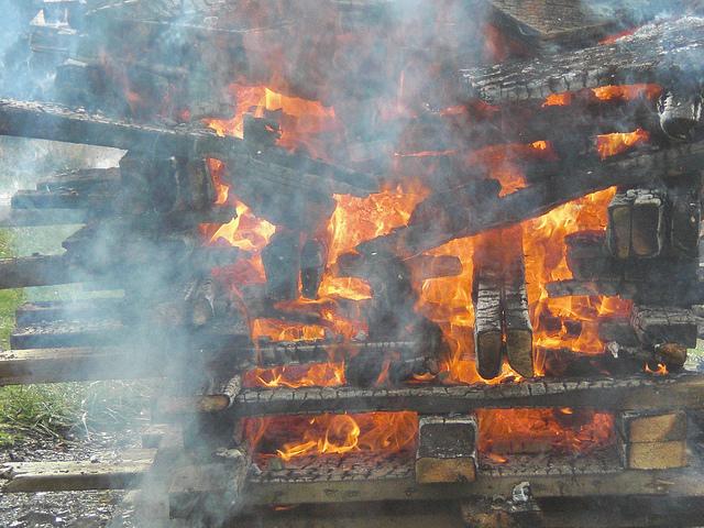 bonfire-level-jenga