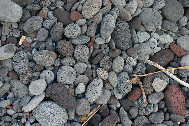 hawaiian-beach-stones