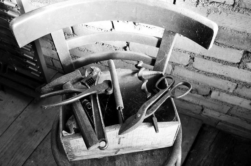 grandpas-old-fashioned-toolbox