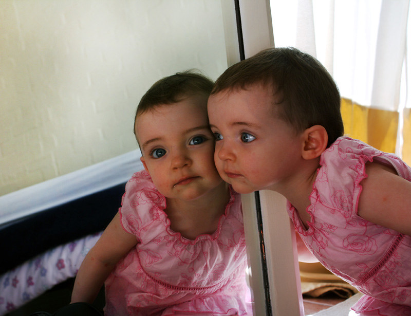 toddler-in-the-mirror