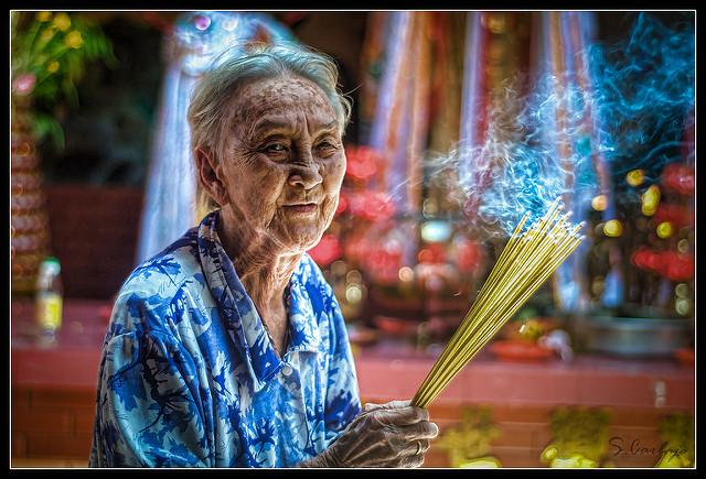 elder-woman-in-temple